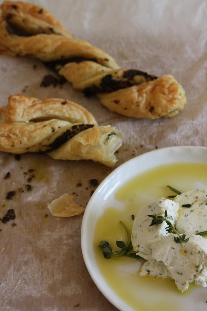 Ziegenkäse und Oliven-Knusperstangen