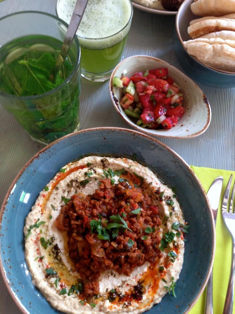 Hummus mit Lamm im Simply by Ronen