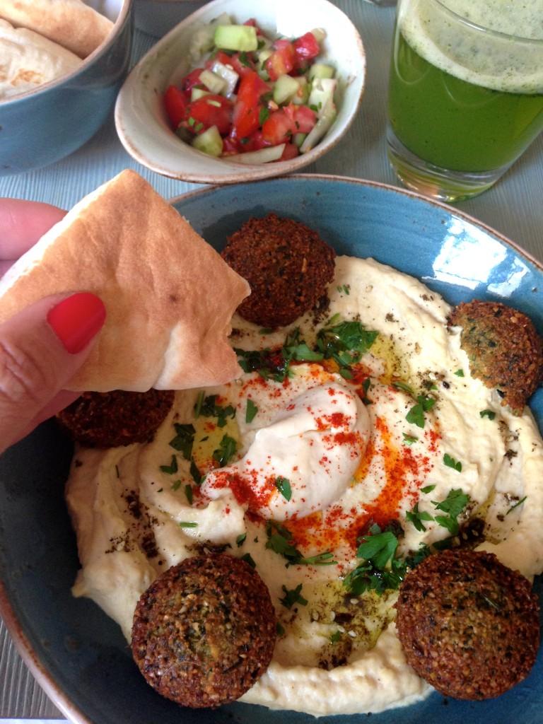 """Hummus & Falafel im """"Simply Ronen"""""""