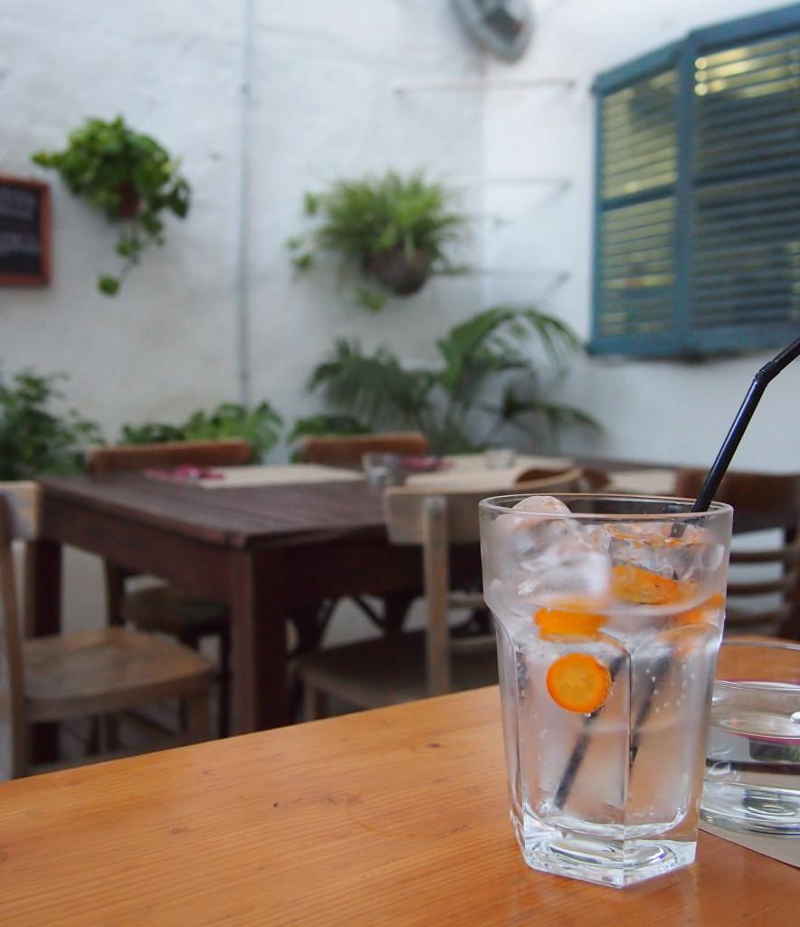 Gin Tonic mit Kumquats im KOH
