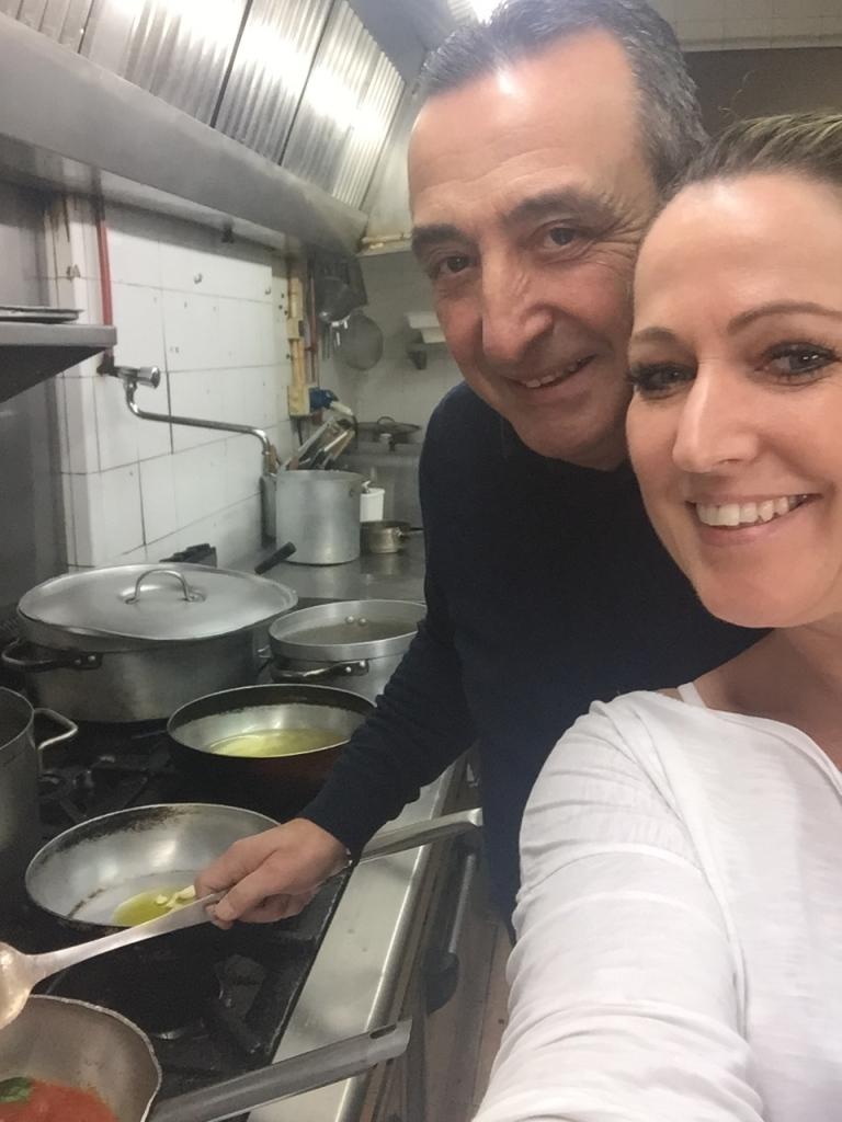 Lorenzo und ich in der Küche im Almare