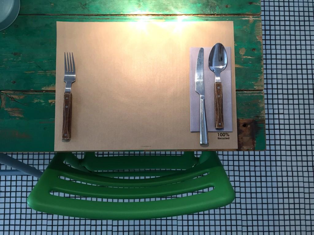 Tisch im BROS