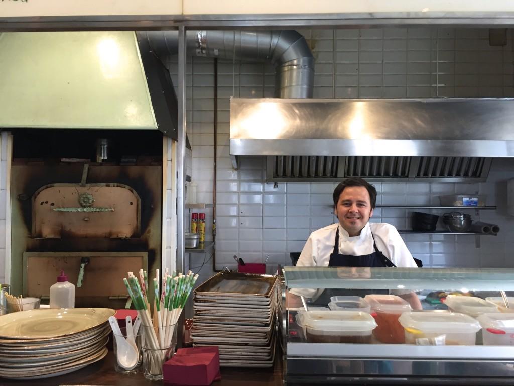 Nico, Chef des naan in Santa Catalina