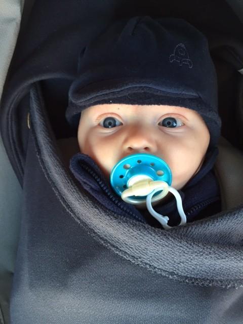 Vincent im Winter mit 3 Monaten