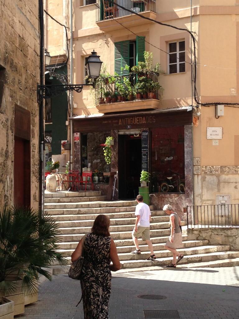 Die Treppe vor dem Café L'Antiquari in Palma de Mallorca