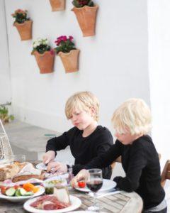 Mallorca-Urlaub mit Kindern Abendessen annikaoninsta