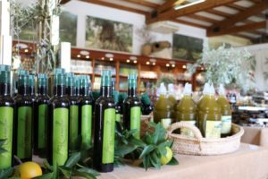 Olivenöl im Verkauf bei Sa Tafona de Caimari