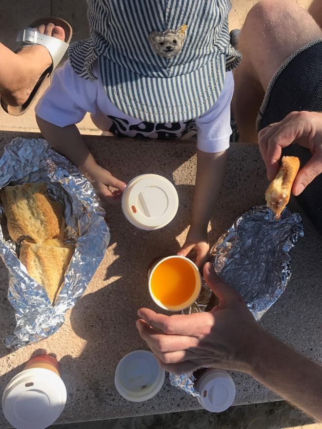 Frühstück am Strand von Ciudad Jardin auf Mallorca