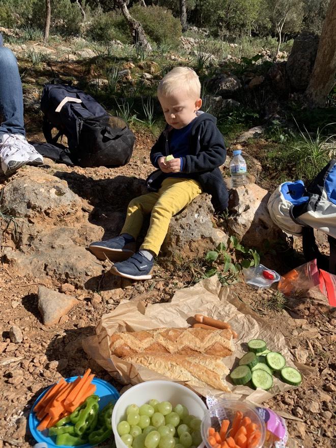 Picknickpause auf der Wanderung nach Es Salt des Freu