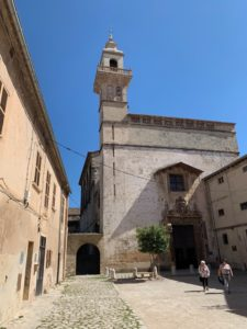 Kloster während des achtsamen Spaziergangs mit Mindful Mallorca