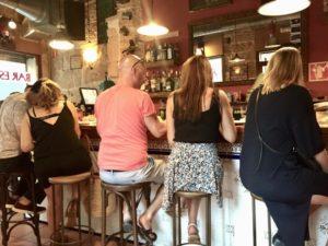 Gäste in der Bar Espana