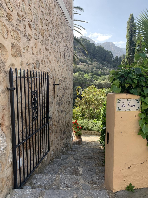 Eingang Sa Cova in Fornalutx