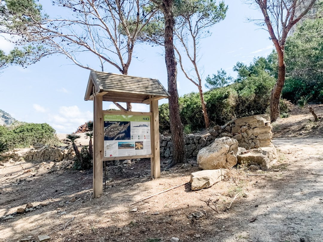 Parkplatz für die Wanderung zur Cala Murta