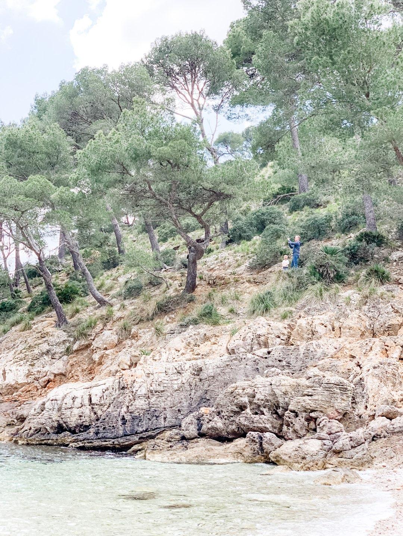 Entlang der Klippen in der Cala Murta