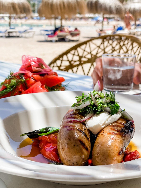 Hausgemachte Chorizzo mit Gemüse und Kräutern im Patiki Beach