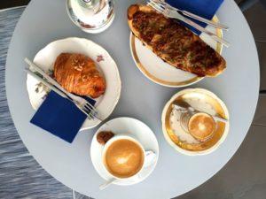 Frühstück im Café Lluis Perez Pastisser in Palma de Mallorca