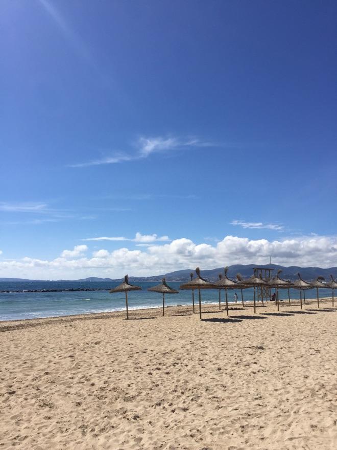 Der Strand in Ciudad Jardin auf Mallorca