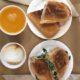 Frühstück und mehr in der Rosevelvet Bakery in den Gassen der Altstadt von Palma de Mallorca